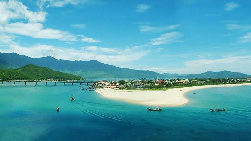 lang co beach da nang