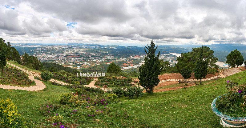 Panoramablick aus dem Berg Lang Biang in Da Lat Vietnam